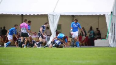 Videoperator filming report of rugby match — Stock Video