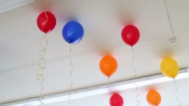 Balloons inflated with helium at ceiling — Stock Video