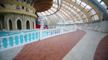 Sunbeds at pool in entertainment complex Caribia — Vídeo de Stock