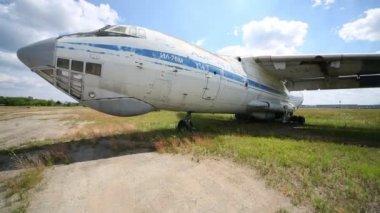 Medium military transport aircraft IL-76M. — Stock Video