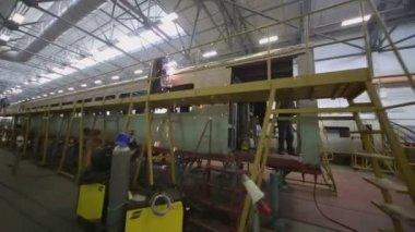 Worker welds train wagon at workshop — Stock Video