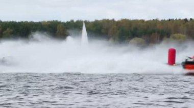 Power boats turn buoy — Stock Video