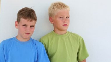 Two boys in colored T-shirt — Stock Video