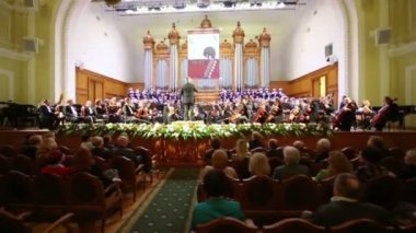 Choir sings at Moscow Tchaikovsky Conservatory — Stock Video
