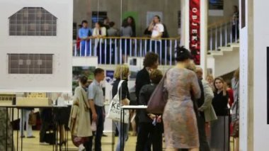 People spending time at International Exhibition — Stock Video