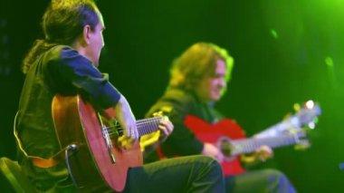 Musician with Roman Miroshnichenko play guitars — Stock Video