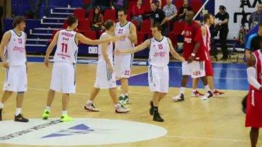 Saludo de los jugadores Olympiakos y Lokomotiv Kuban — Vídeo de Stock
