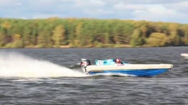 Power boat turns buoy — Stock Video