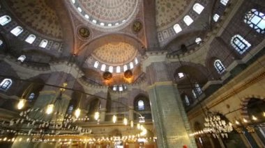 Great dome in old New Mosque — Stock Video