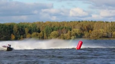 Boat turns on Powerboat Race Show — Stock Video