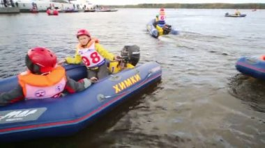 Sailing boats to children races — Stock Video