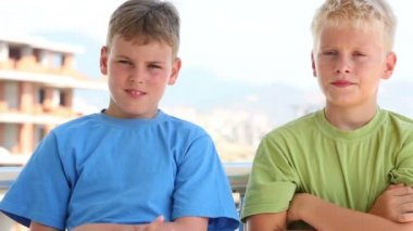 Two boys in colored T-shirts — Stock Video