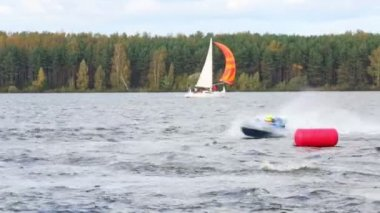 Fast turn of power boat — Stock Video