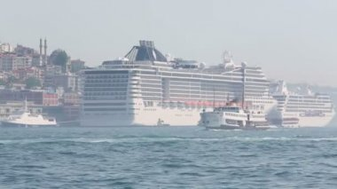 Daytime movement of passenger ships — Stock Video