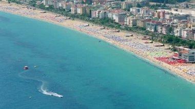 Cleopatra Beach on coastline in Alanya — Stock Video