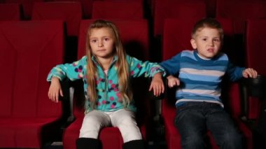 Boy and girl watching movie in cinema — Stock Video