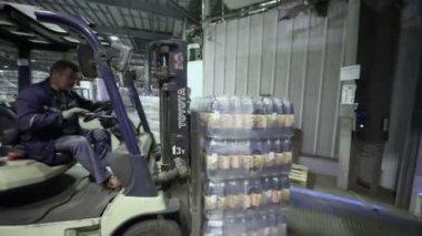 Man on loader machine loads truck — Stock Video