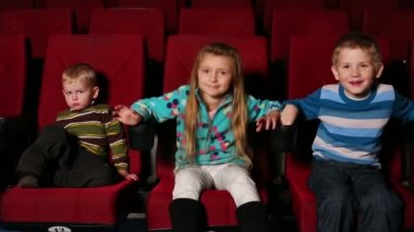 Three small children together watching movie — Stock Video