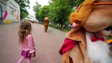 Actors dressed in cartoon characters — Stock Video