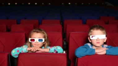 Girl and boy in 3D glasses in cinema — Stock Video