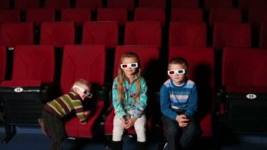 Three children in 3D glasses — Stock Video