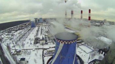 Power plant tubes emit smoke — Stock Video