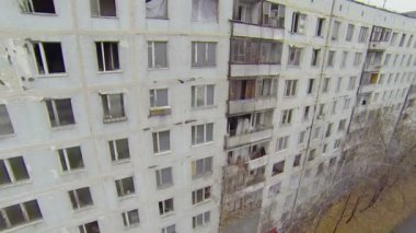 Broken windows in abandoned dwelling houses — Stock Video
