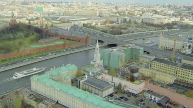 Ships sail down Moskva river — Stock video