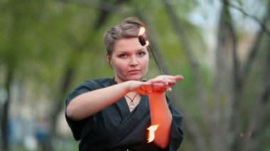 Girl holds metal sticks with fire — Stock Video