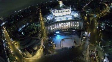 Suvorov square near edifice of Academic Theatre — Stock Video