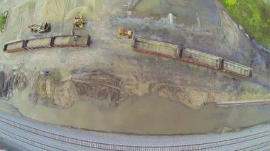 Crane unloading cargo wagon — Stok video