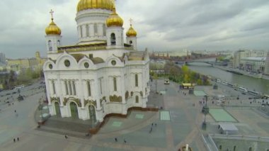 Edifice of Christ the Saviour Cathedral and cityscape — Стоковое видео