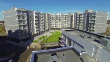 New buildings of residential complex Romashkovo — ストックビデオ
