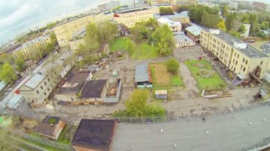 Prison complex near tram depot during the day, aerial view — Stock Video