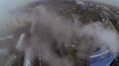 Power plant graduation tube emit steam which flows above street — Stock Video