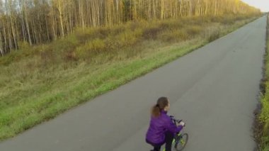 Peopel on bike on road in park — Stock Video