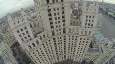 Stalin skyscrapers on Kotelnicheskaya embankment — Stock Video
