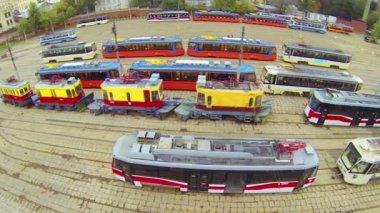 Day view: workers in tramway depot , close up, aerial view — Stock Video