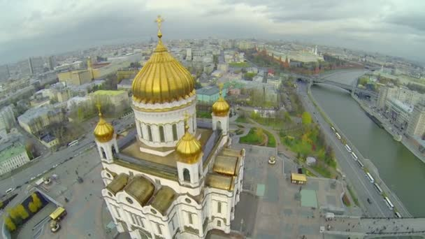 Crosses on golden cupolas of Christ the Saviour Cathedral — Vidéo