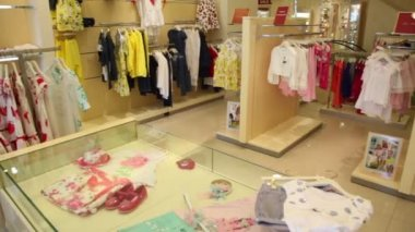 Childrens clothing store — Stockvideo
