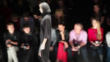 Model in black clothes — Stock Video