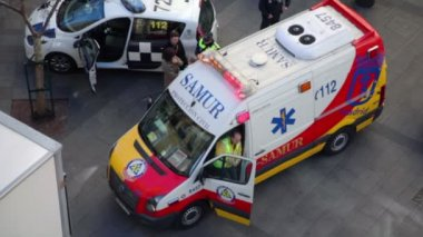 Man comes out from ambulance car — Stock Video