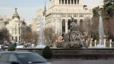 Traffic on Cibeles Square — Stock Video