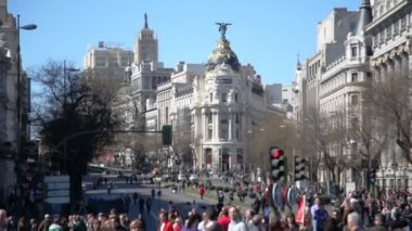 Tourists walking on Gran Via — Stock Video