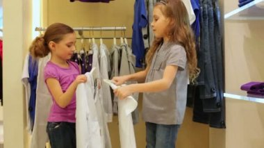 Two little girls trying on dress — Stockvideo