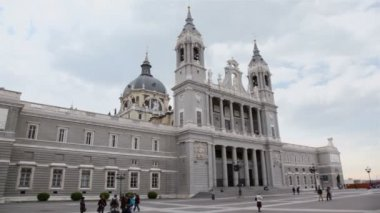 Cathedral of Nuestra Senora de la Almudena — Stock Video