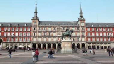 Monument to Philip III Habsburg — Stock Video