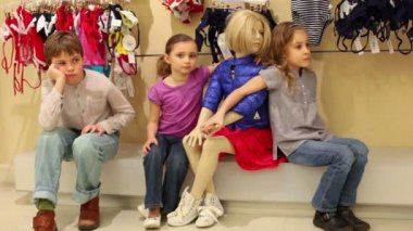 Two girls and boy posing next to mannequin — Stockvideo