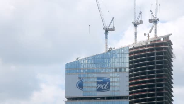 Ford banner on building — Vídeo de stock