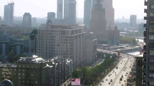 Aerial view of traffic on New Arbat — Vídeo de stock